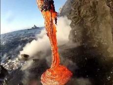 Điều gì xảy ra khi dung nham gặp nước biển?