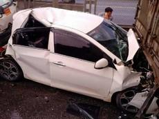 Tai nạn liên hoàn, xe tải lật ngang, xe con bẹp dúm