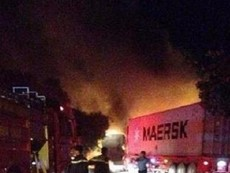 2 xe tông nhau bốc cháy, tài xế và bé gái 4 tuổi tử vong