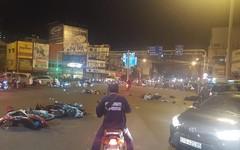 Kinh hoàng: Ô tô lao vào hàng loạt xe máy ở Hàng Xanh