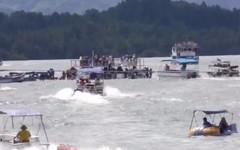 Tàu 4 tầng chở 150 người chìm ở Colombia