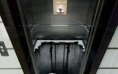 Rơi thang máy ở độ cao 15m, nam thanh niên nguy kịch