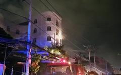 Cháy tiệm cafe quận 8, nhiều người mắc kẹt kêu cứu