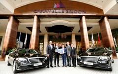 Mercedes-Benz bàn giao bộ đôi E 200 cho Hotel Caravelle