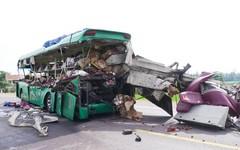 Tai nạn giữa xe khách và đầu kéo, 11 người thương vong