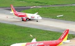 Lốp máy bay bỗng dưng có vết cắt