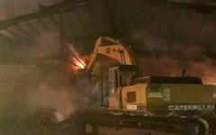 Hàng trăm cảnh sát dập đám cháy lớn ở kho chứa mì