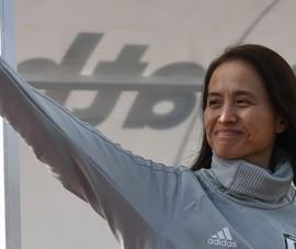 Asako, đàn bà dễ có mấy tay!