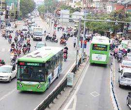 Hà Nội: Có thể cho ô tô, xe máy đi vào đường buýt nhanh
