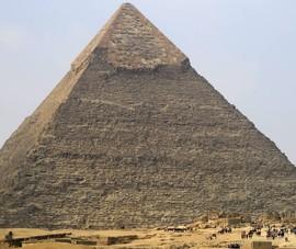 Ai Cập điều tra vụ thoát y trên kim tự tháp