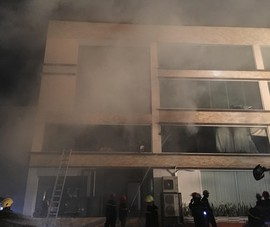 Đang cháy lớn ở xưởng bánh tại TP.HCM