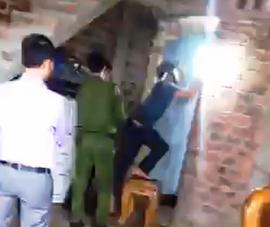 Video: Đau lòng, gia đình có 4 người chết trong tư thế treo cổ