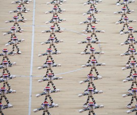 Màn đồng diễn của hơn 1.000 con robot cực kì độc đáo
