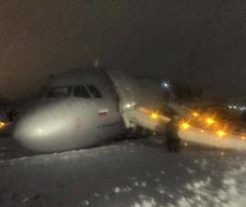 Máy bay chở 171 người trượt đường băng