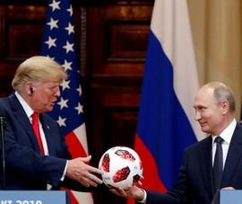 Bí mật 'động trời' trong quả bóng ông Putin tặng ông Trump