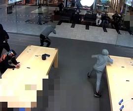 5 người đàn ông cướp 21 chiếc iPhone tại cửa hàng