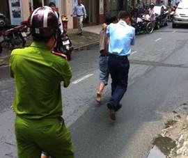 Bảo vệ bắt hai tên cướp điện thoại