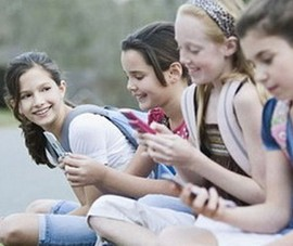 Phụ huynh bất nhất về việc cho trẻ dùng di động
