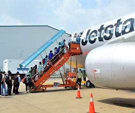 Máy bay đi Cam Ranh phải hạ cánh ở Tân Sơn Nhất do mưa bão