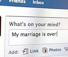 """Facebook có thể """"giết chết"""" hôn nhân của bạn"""