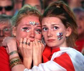 Thua cay đắng Croatia, fan Anh đau đớn bật khóc nức nở