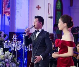 Ca sĩ ngoại đạo hát Thánh ca Giáng sinh ở Nhà thờ Lớn