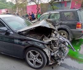 'Xe điên' tông nhiều xe máy, húc văng cụ già tử vong tại chỗ