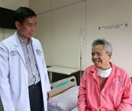 Bác sĩ Singapore khuyên bệnh nhân ung thư về BV Chợ Rẫy trị