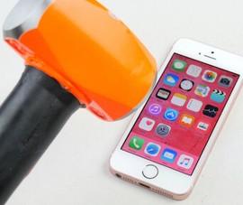 Video tra tấn iPhone SE bằng búa và dao