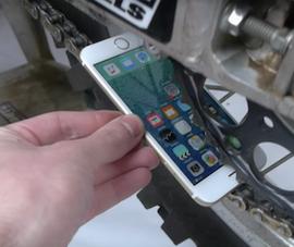 Tra tấn iPhone 6S bằng sên xe máy