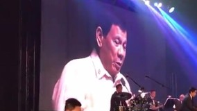 Ông Duterte hát tình ca theo đề nghị của...