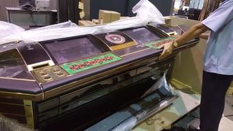 Chở trái phép máy đánh bạc qua đường hàng không