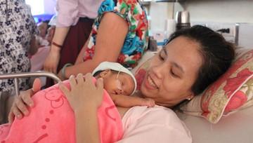 4 triệu cái ôm cho trẻ sơ sinh
