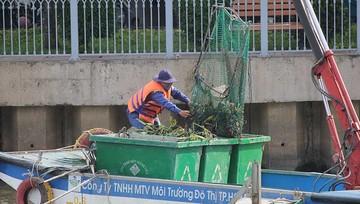 Nhọc nhằn đời công nhân vệ sinh