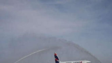 9 máy bay hạ cánh khẩn vì đe dọa có bom