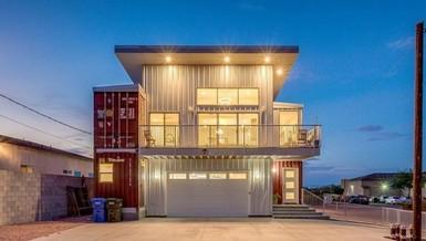 Ngôi nhà sang chảnh làm từ các thùng container rỗng