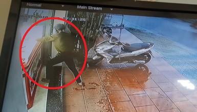 Clip: Dùng búa đập tủ cướp tiệm vàng ở Quảng Nam