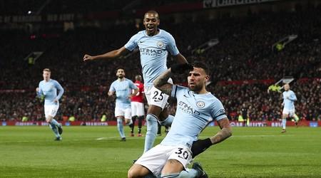 MU 'buông súng', cả Premier League dưới chân Man City
