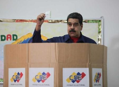 Tổng thống Venezuela loại phe đối lập khỏi cuộc đua