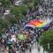 Hơn 2.000 bạn trẻ diễu hành cờ lục sắc trên phố đi bộ