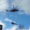 Trực thăng cẩu theo tiêm kích Su-27 trên bầu trời Nga gây sốt