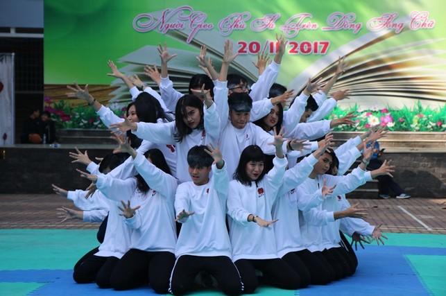 Những màn flashmob 'cực chất' của HS trường Nguyễn Du