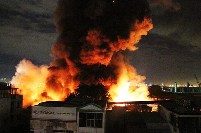 Giám đốc PCCC thông tin về biển lửa gần cảng Sài Gòn