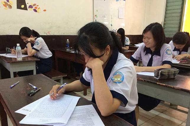 'Ngộp thở' với kiểm tra, thi thử