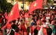 Người dân TP.HCM mang 'Cup' vô địch xuống phố ăn mừng