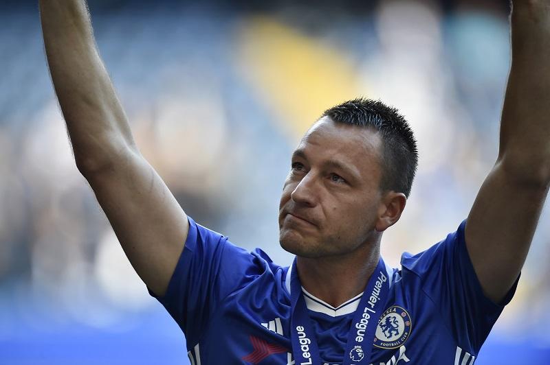 Sarri ''cho'' Terry một ghế trong BHL Chelsea