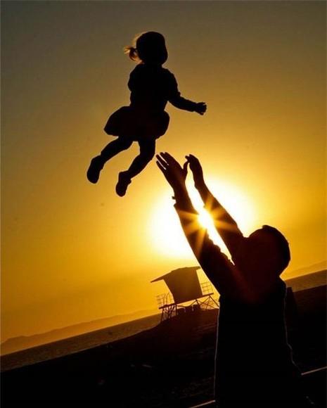Cha và con gái trong quán cà phê - ảnh 1