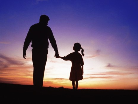 Cha và con gái trong quán cà phê - ảnh 2