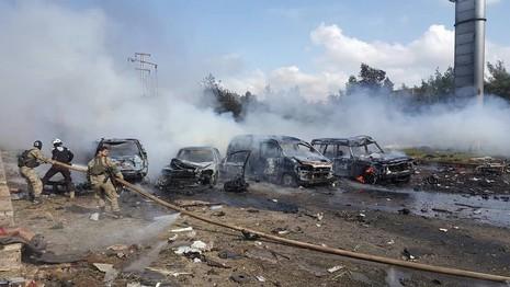 Xe chở người sơ tán ở Syria bị đánh bom, 100 người chết - ảnh 1
