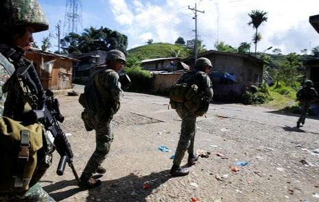 Philippines lo khủng bố đánh chiếm thêm thành phố mới - ảnh 3